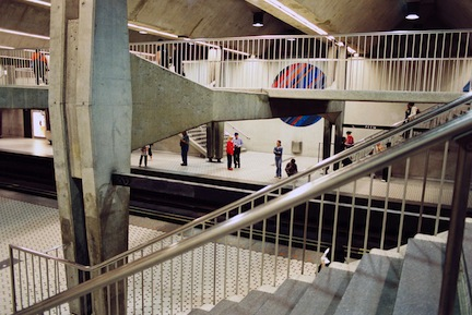 Montreal_metro_peel_interior