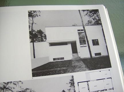 BAUHAUS BOOK 1989 11.jpg