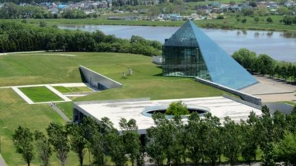 designKULTUR - Isamu Noguchi - Moerenuma Park Sapporo - Glass Pyramid %22Hidimari%22 – 12