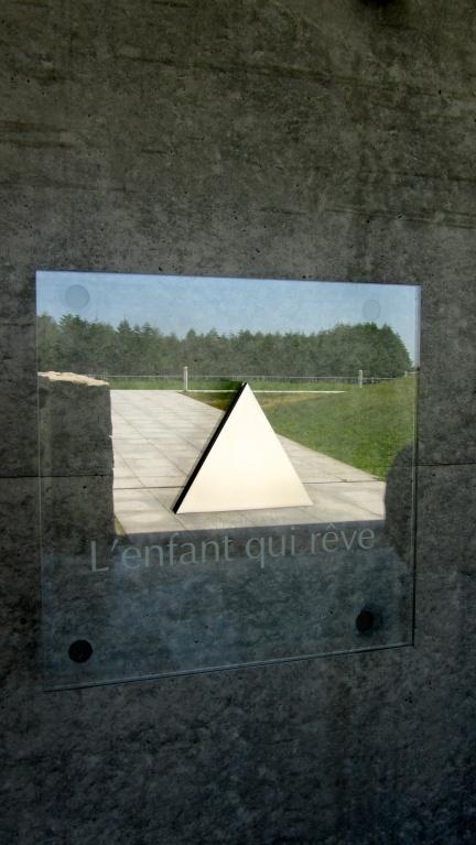 designKULTUR - Isamu Noguchi - Moerenuma Park Sapporo - Glass Pyramid %22Hidimari%22 – 15