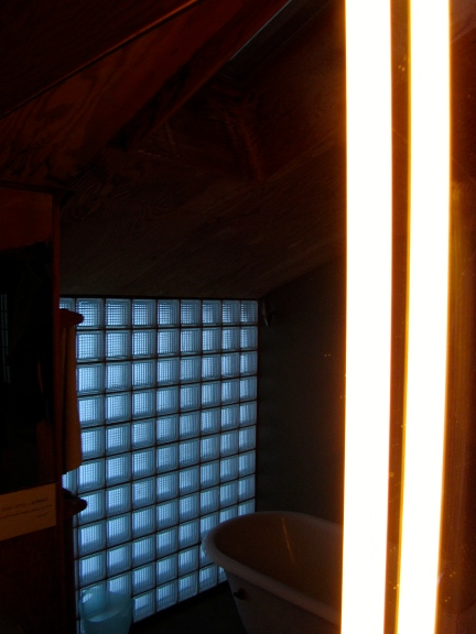 designKULTUR – The Plywood Cottage – Elements – Osram Linestra glow tubes - 3