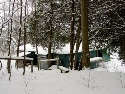 designKULTUR – The Plywood Cottage – Winter – Exterior – 2