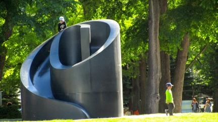 designKULTUR - Isamu Noguchi - Odori Park Sapporo - %22Black Slide Mantra%22 1988 – 12