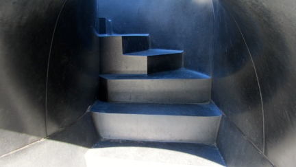 designKULTUR - Isamu Noguchi - Odori Park Sapporo - %22Black Slide Mantra%22 1988 – 15