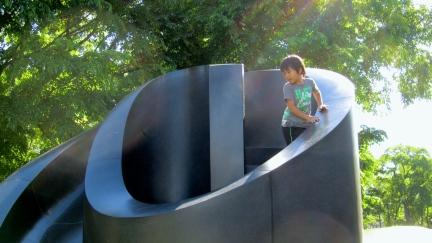 designKULTUR - Isamu Noguchi - Odori Park Sapporo - %22Black Slide Mantra%22 1988 – 17