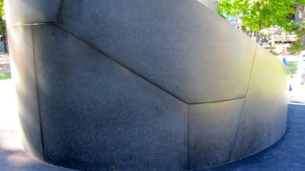 designKULTUR - Isamu Noguchi - Odori Park Sapporo - %22Black Slide Mantra%22 1988 – 30