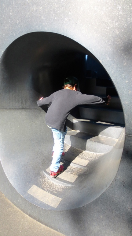 designKULTUR - Isamu Noguchi - Odori Park Sapporo - %22Black Slide Mantra%22 1988 – 5